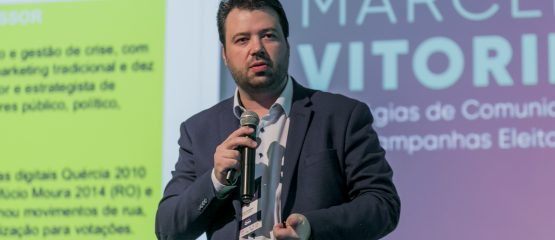 Foto do professor de marketing político Marcelo Vitorino