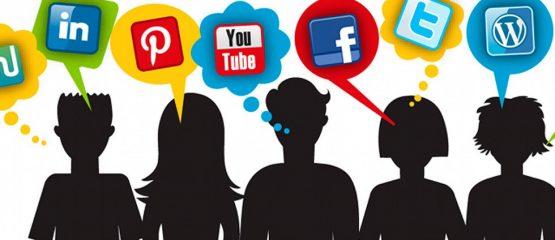 gravura representando silhueta de pessoas com balõezinhos com as logomarcas das redes sociais