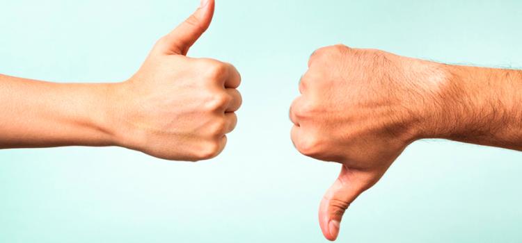 Mãos fazendo sinal de positivo e negativo representando as mudanças das eleições de vereador em 2020