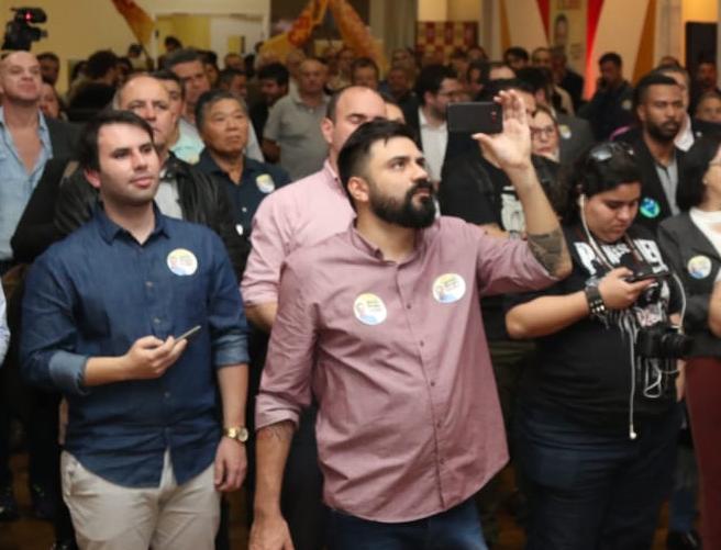 foto do autor Felipe Tonet durante uma campanha política